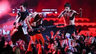 """Red Hot Chili Peppers'ın Yeni Albüm Sinyali Yeni Şarkısı """"Dark Necessities"""" Çıktı"""