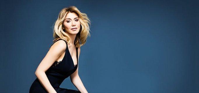 """Zeynep Mansur'dan Yaza Damga Vuracak Yeni Şarkı """"Yine Bana Zor Geliyor"""""""